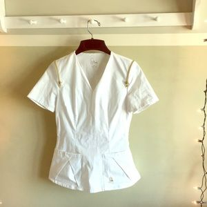 NWOT Jaanuu XS white scrub top with zipper design